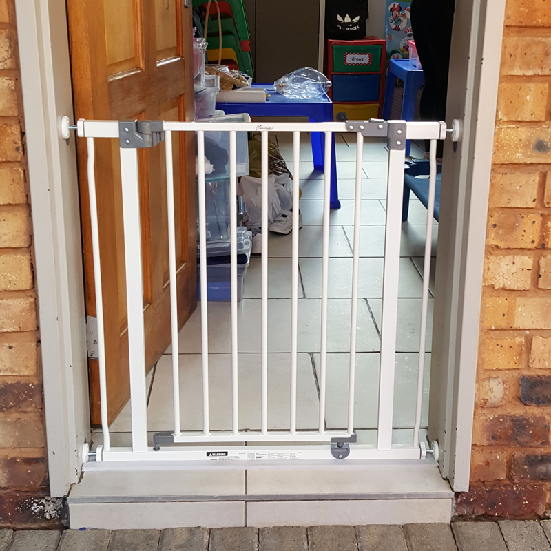 dreambaby-liberty-standard-gate-adjustable-size-75-81cm