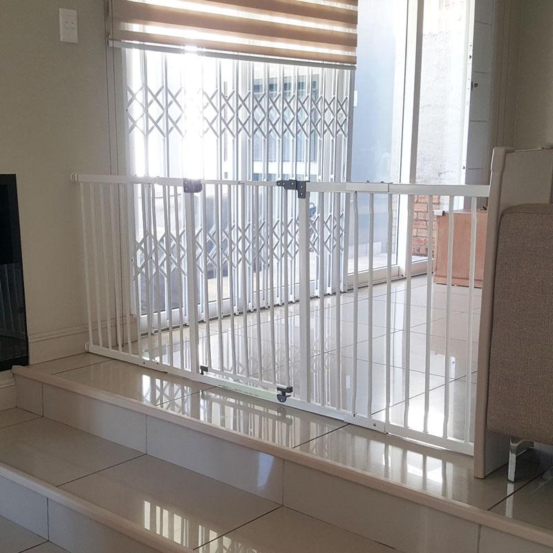 dreambaby-xtra-wide-hallway-gate-plus-2x45cm-gate-extensions