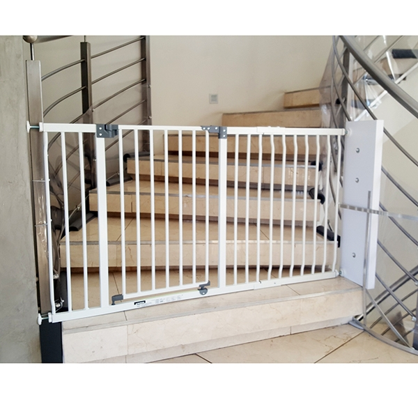 installing-baby-gates-round-banisters