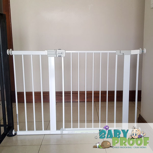 Safety-1st-baby-gate-with-28cm-extension