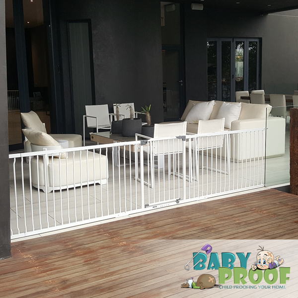 dreambaby-gate-with-2x1-meter-extensions