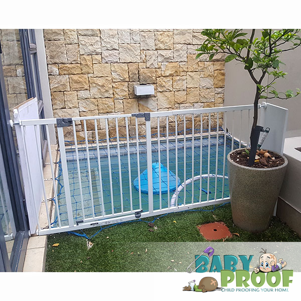 extra-wide-baby-gate-for-outdoor-patio