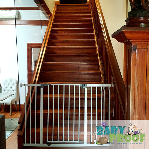 perspex-banister-railing-and-dreambaby-gate
