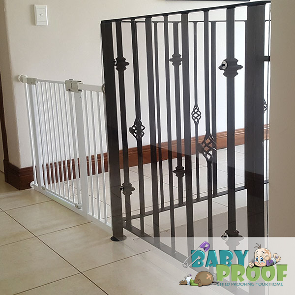 safety-1st-baby-gate-stairway-banister