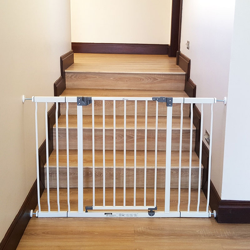 dreambaby-standard-gate-with-2x-18cm-extensions