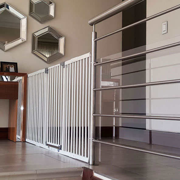 dreambaby-xtra-wide-hallway-gate-with-1m-and-36cm-extensions