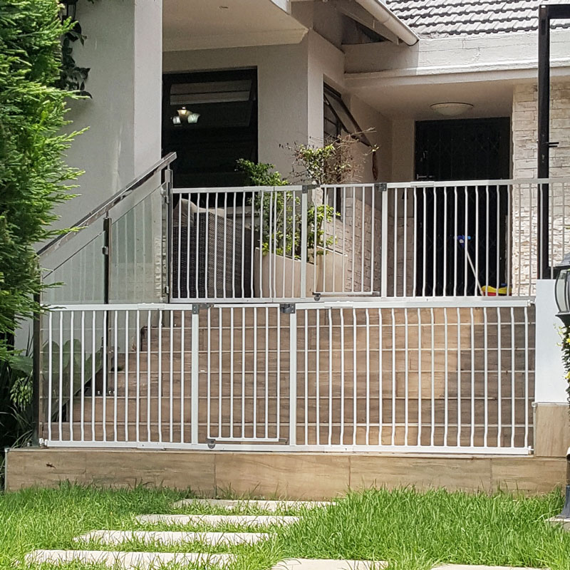 dreambaby-xtra-wide-hallway-gate-with-2x-1m-extensions-reinforced