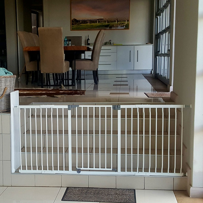 dreambaby-xtra-wide-hallway-gate-with-45cm-and-36cm-extension