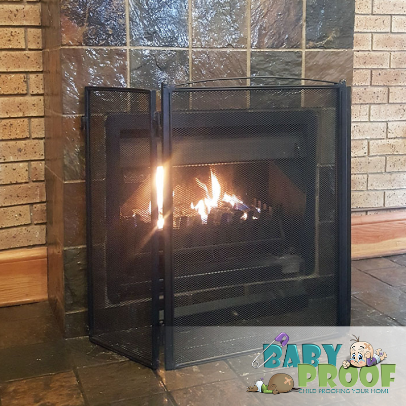 child-pet-proof-firescreen-with-latches-center-60cm-30cm-sides-85cm-height