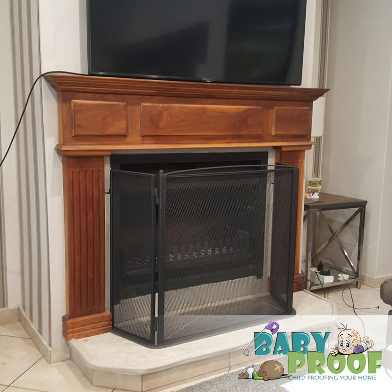 child-proof-firescreen-with-latches-center-80cm-30cm-sides-85cm-height