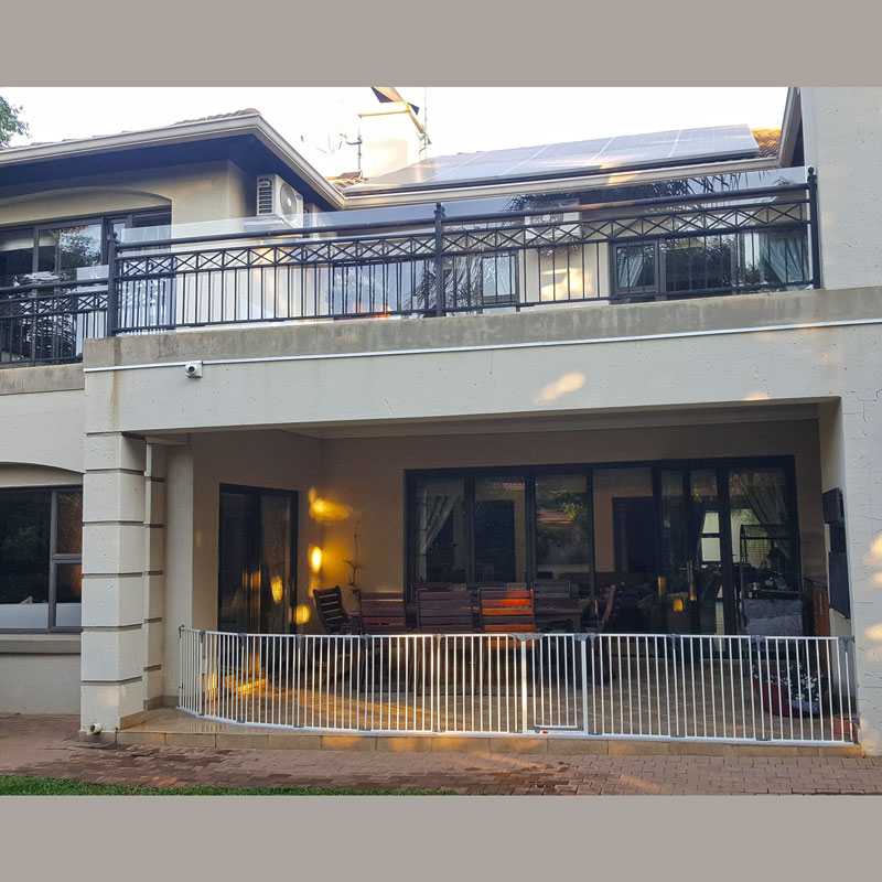 dreambaby-royale-converta-extra-wide-barrier-gate-with-extensions-south-africa-front-view