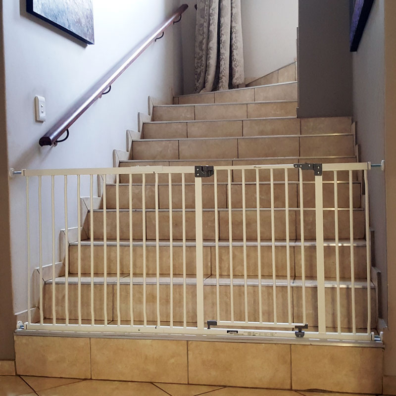 dreambaby-xtra-wide-hallway-gate-with-63cm-extension-sa