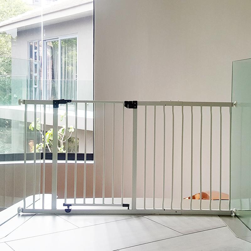 dreambaby-xtra-wide-hallway-gate-plus-45cm-extension-installed