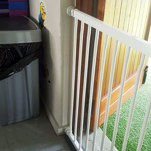 extra-wide-baby-gate-pressure-mounted