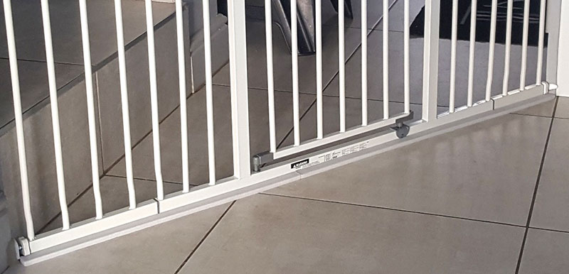 foam-edge-guard-supporting-baby-gate-on-the-bottom